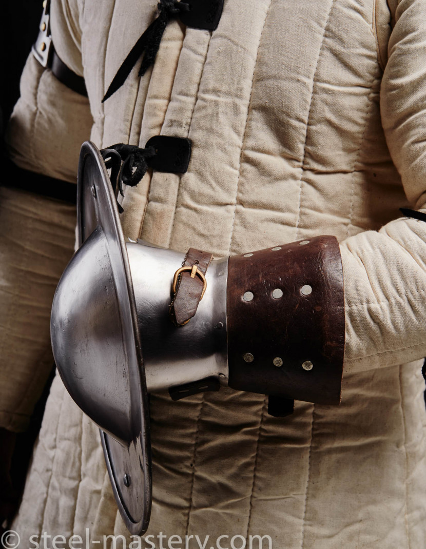 BUCKLER GLOVE  photo made by Steel-mastery.com