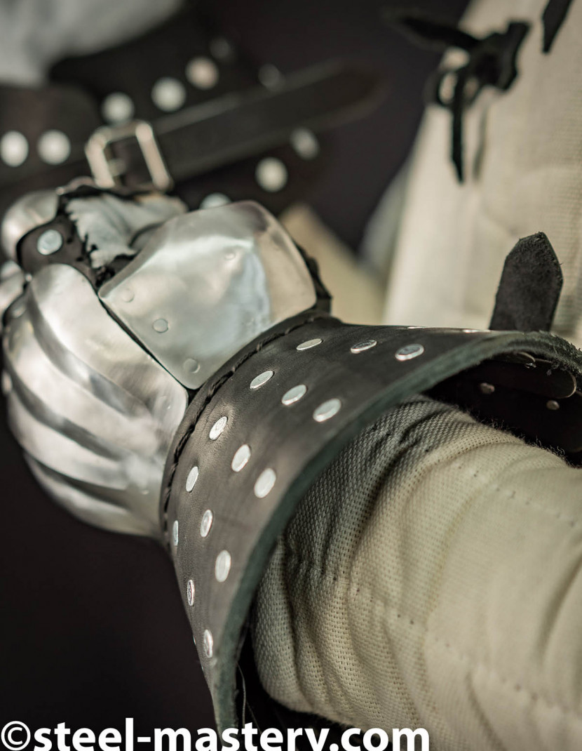 VISBY BRIGANDINE GAUNTLETS IN BLACK LEATHER photo made by Steel-mastery.com