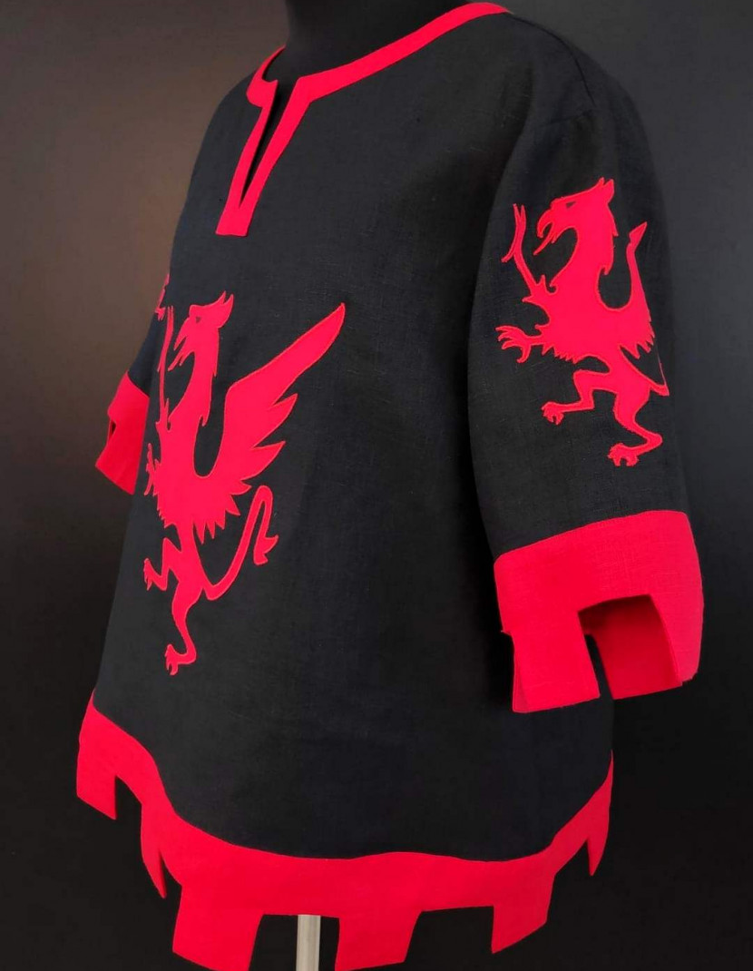 Black and red knight tabard with griffins and crossbow photo made by Steel-mastery.com