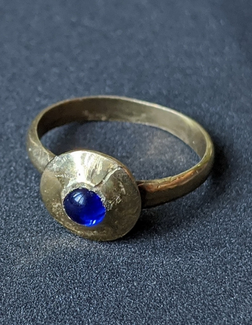 Medieval ring with glass gem photo made by Steel-mastery.com