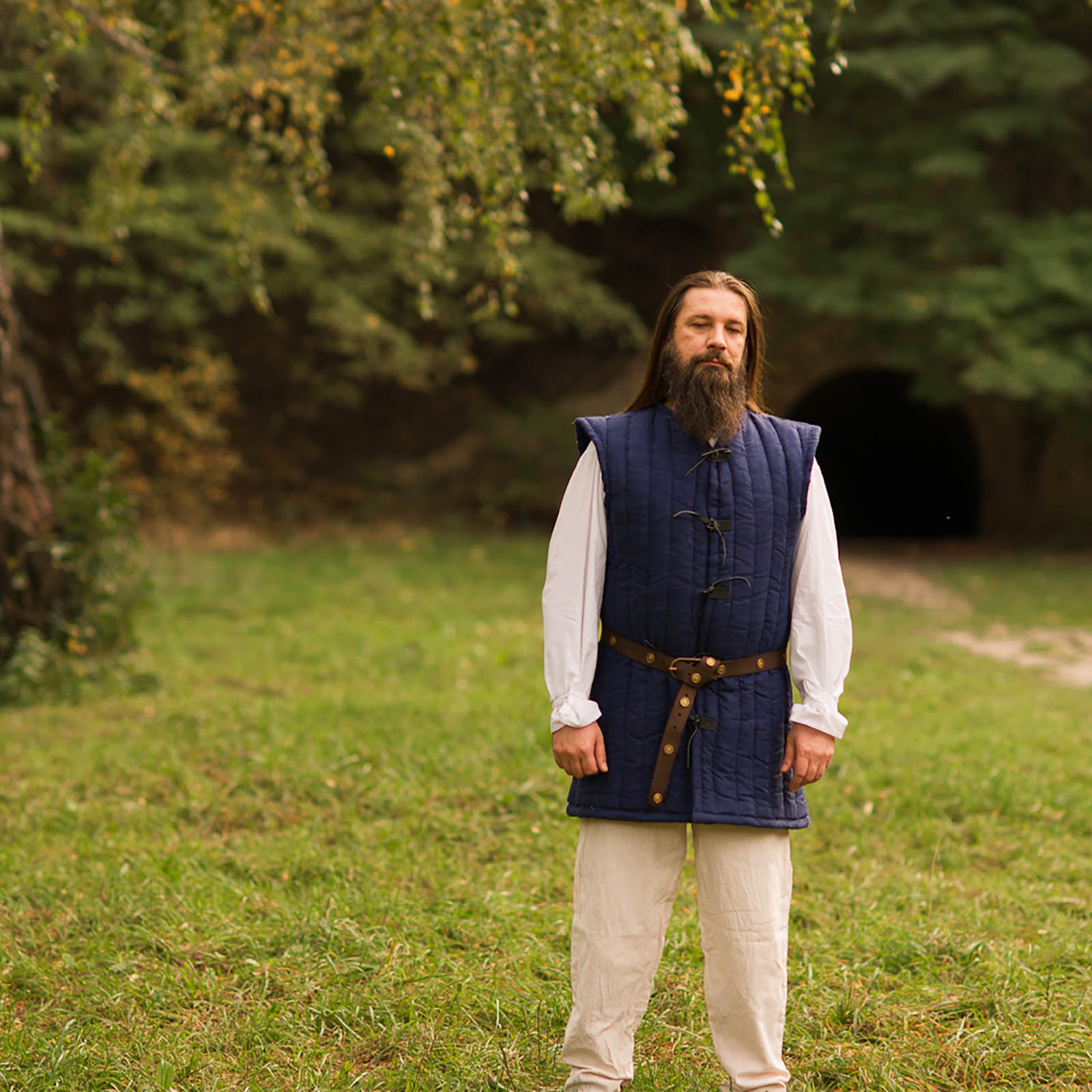 sleevless uncolored gambeson by steel mastery