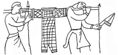 Warriors_carrying_an_armour_Bayeux_Tapestry_late_XI_century