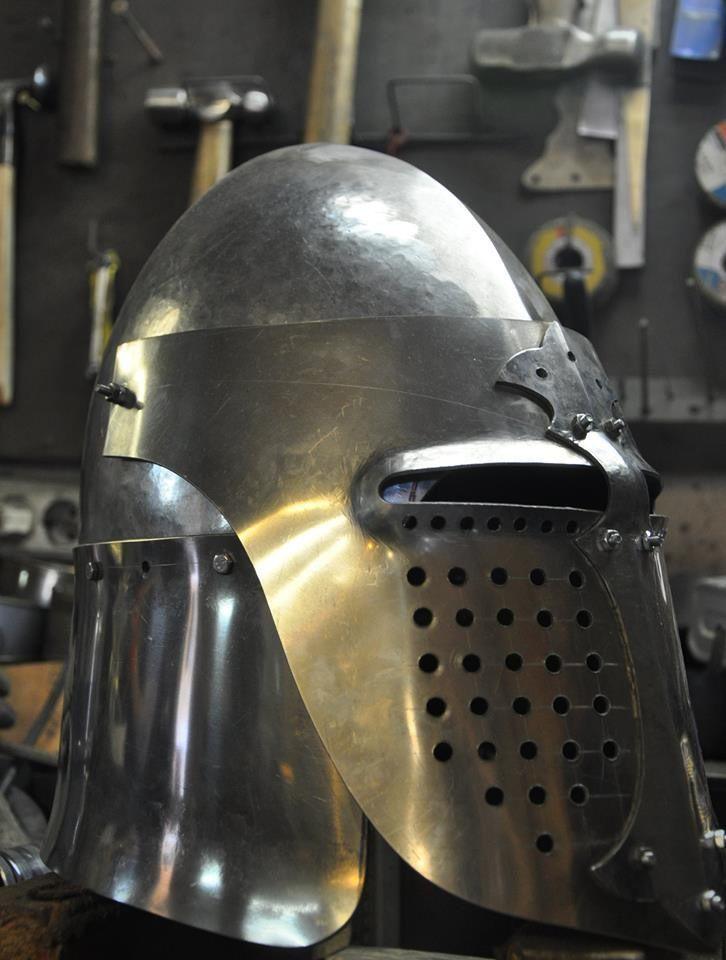helmet_bascinet_with_lifting_visor_for_fencing