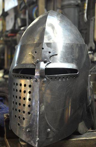 helmet_bascinet_with_lifting_visor_for_fencing_2