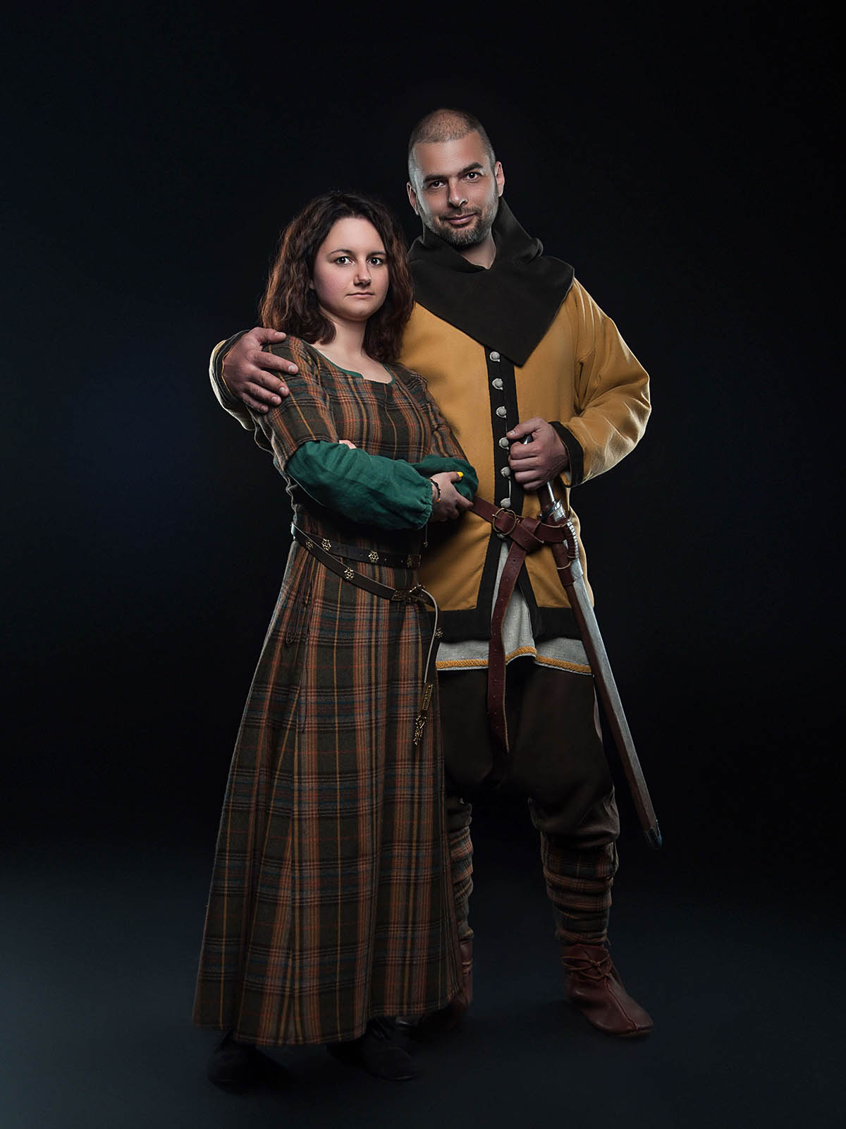 https://steel-mastery.com/image/catalog/products/CLW-35/5Middle_ages_women's_clothing.jpg